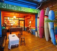 彩虹波浪 衝浪背包旅店