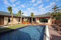 裡小路 pool villa